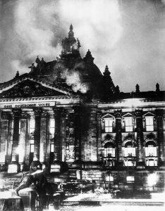 Símbolo del triunfo del autoritarismo Nazi sobre el parlamentarismo democrático.