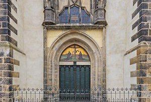 Lutero y las 95 tesis:Reconstrucción de las puertas de la iglesia del palacio donde Lutero clavó sus 95 tesis